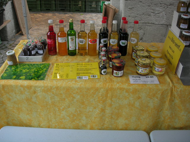 Bei mir finden Sie: Bio Essig; Sirupe in Bioqualtität; Honig aus der Region und der Schweiz; Hagebuttenkonfitüre